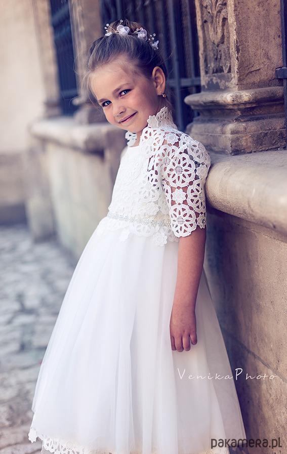 15c0709695 Tiulowa sukienka komunijna z gipiurowym bolerem Tiulowa sukienka komunijna  z gipiurowym bolerem ...
