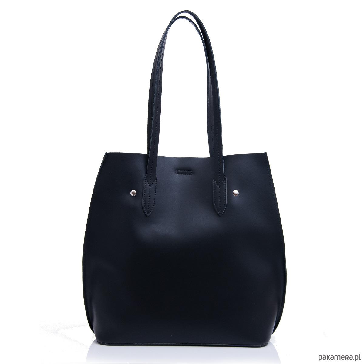 341f84344ce2a Czarna torebka damska skórzana na ramię. - torebki do ręki - Pakamera.pl