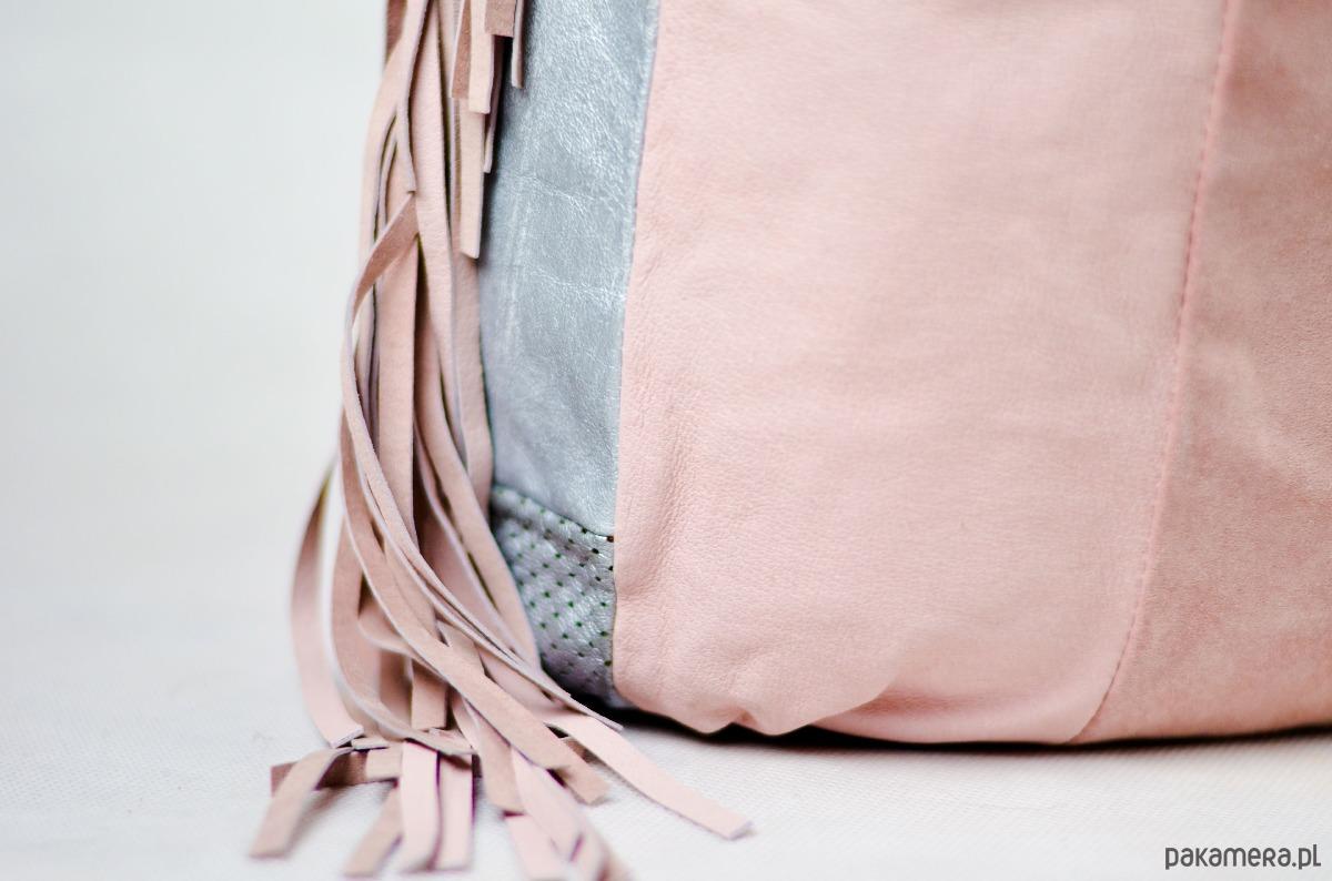 3002446f8b6e0 URCHYNN różowa skórzana torba worek z fredzlami - torby na ramię ...