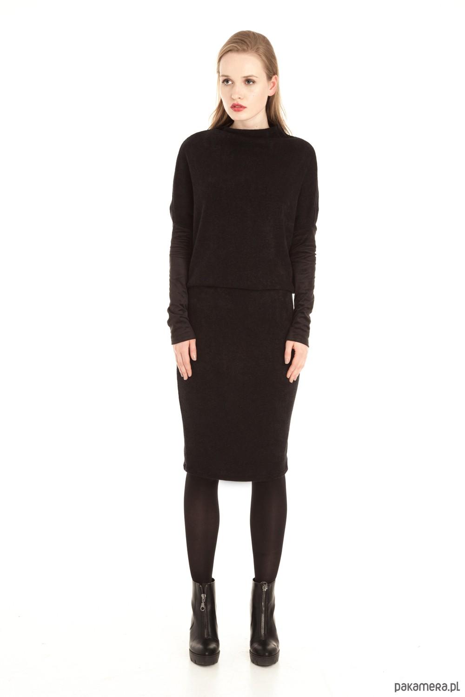 dcd819ffd7 Czarna wełniana sukienka midi Czarna wełniana sukienka midi ...