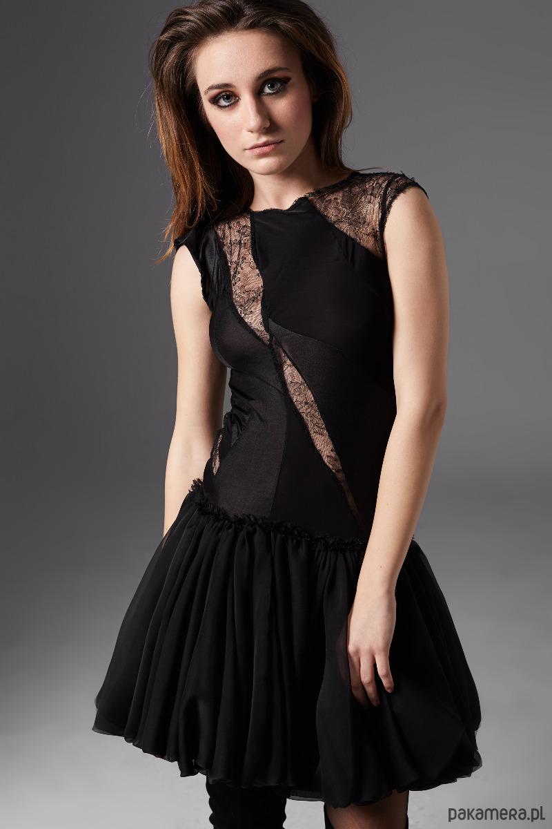 79f2539d4d Sukienka ze wstawkami z koronki - sukienki - mini - Pakamera.pl